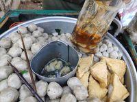 Pengakuan Karyawan Warung Bakso yang Pakai Penglaris Celana Dalam