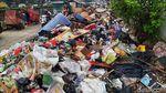 Banjir Surut, Sampah Menumpuk di Cengkareng