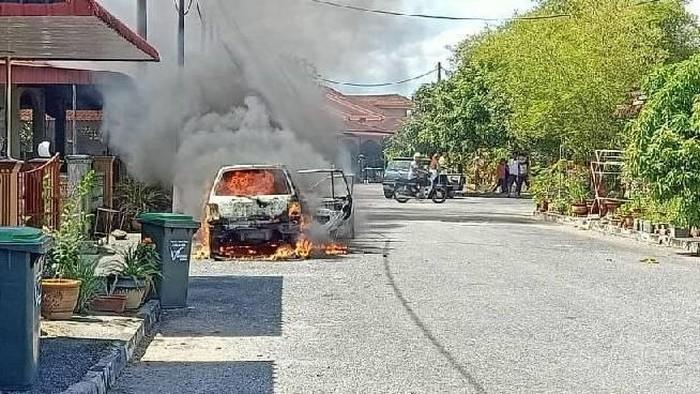 Mobil terbakar gara-gara Power Bank di Selangor, Malaysia.