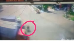 Video Detik-detik Biker Tertabrak Truk Nekat Terobos Traffic Light Viral