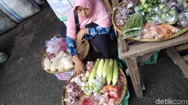 Plastik Kresek Dilarang Mulai Juli, Pedagang di Pasar Minggu: Nyusahin!