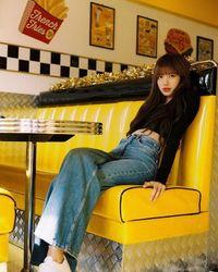 Jual Kursi Bekas Lisa 'BLACKPINK' Duduk Seharga Rp 34 Juta, Kafe Ini Dikecam