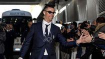 Ronaldo Pakai iPod Rp 300 Ribuan, Intip Gaya Busananya yang Justru Mewah