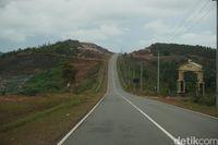 Jalanan yang melewati Jembatan Barelang