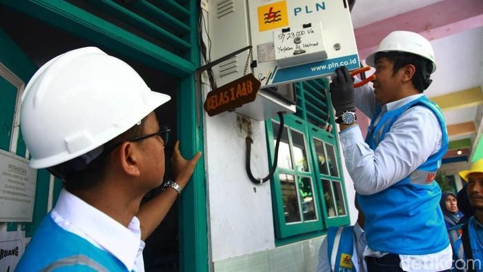 Sebelumnya PLN juga telah menyalurkan bantuan di beberapa lokasi seperti di wilayah Cengkareng, Cempaka Putih, Pondok Gede, Tangerang Selatan dan Bekasi. Hingga 7 Januari 2020, total bantuan yang telah disalurkan PLN untuk korban banjir di Jabodetabek dan Banten senilai Rp 904 juta.