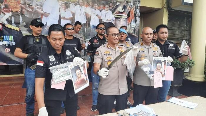 Polisi merilis penangkapan perampok yang menusuk warga di Jakbar. (Yogi/detikcom)