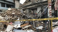 Garis Polisi Masih Terpasang di Lokasi Gedung Ambruk Slipi