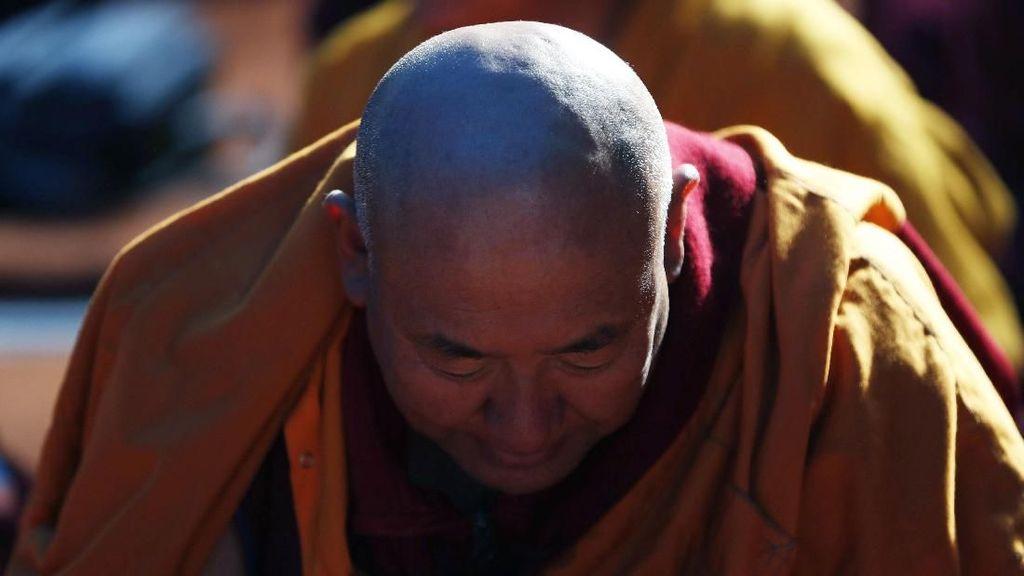 Para Biksu di Nepal Berdoa untuk Perdamaian Dunia