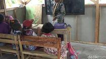Perjuangan Dewi, Guru Difabel di Pelosok Cianjur