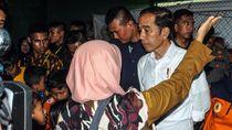 Jokowi Dengarkan Keluh Kesah Korban Banjir di Lebak