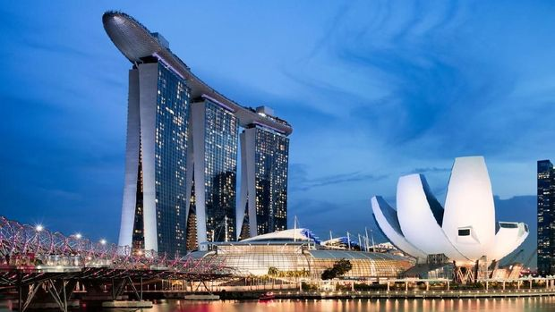 Singapore, Singapore - April 24, 2018: Singapore skyline view during sunset. In the picture the Marina Bay Sands hotek, the Helix Bridge and the ArtScience Museum