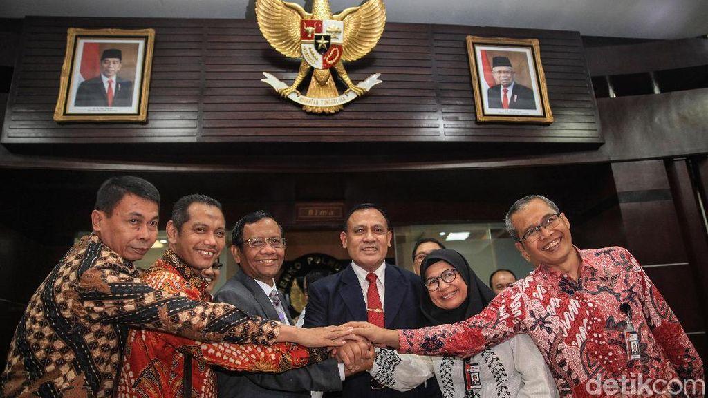 Satukan Tangan! Mahfud Md dan Pimpinan KPK Siap Perangi Korupsi