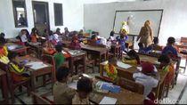 Terdampak Kereta Cepat, 261 Siswa SD di Purwakarta Belajar di Aula Desa