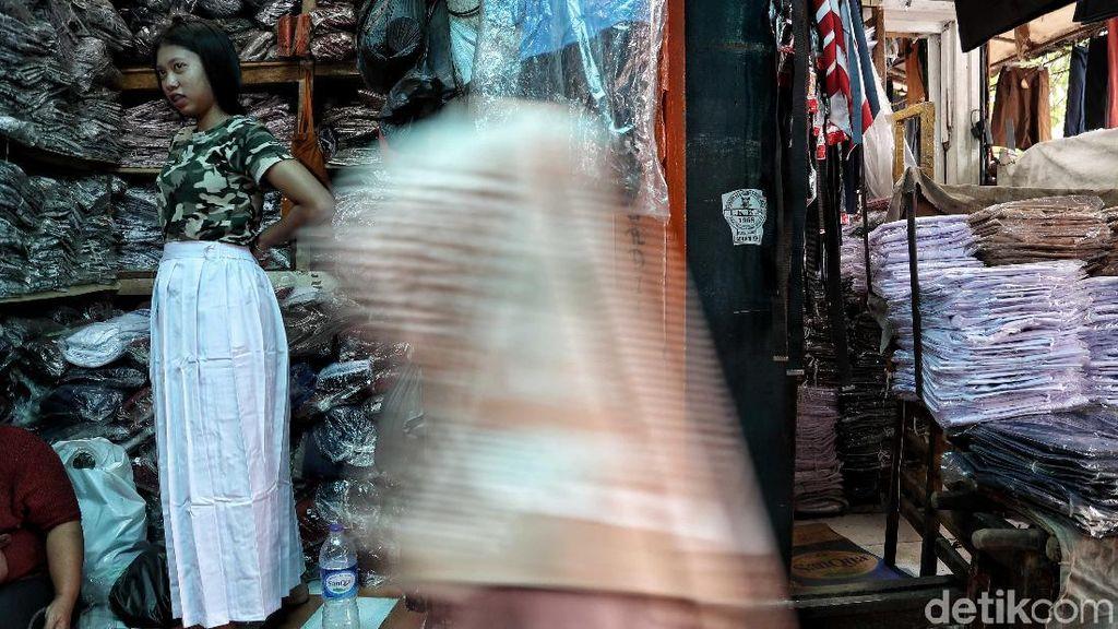 Pasar Jatinegara Kembali Berdenyut Usai Banjir Surut
