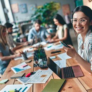 Pekerja Kontrak Dapat Buah Manis di RUU Cipta Kerja, Seperti Apa?