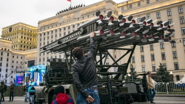 Canggihnya Roket Iran Produksi Rusia yang Dipakai Serang AS
