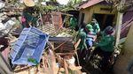 Penampakan Rumah Rusak Akibat Pohon Tumbang di Denpasar