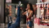 Gal Gadot Beraksi di Pusat Perbelanjaan dalam Wonder Woman 1984