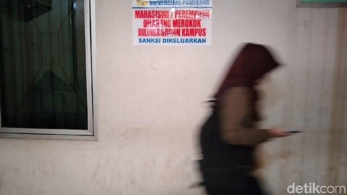 Larangan merokok khusus mahasiswi ada di kantin sebuah kampus di Pamulang (Foto: Nurul Khotimah/detikHealth)