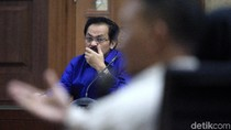 Ekspresi Serius Mantan Gubernur Kepri di Sidang Lanjutan
