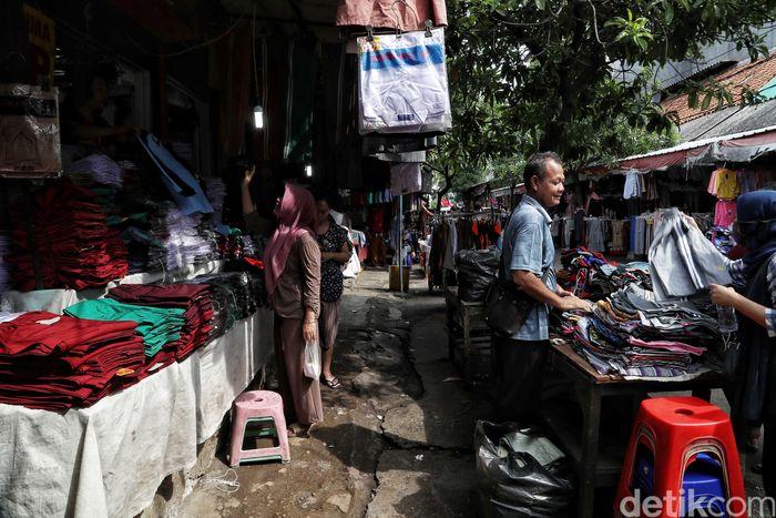 Banjir yang merendam wilayah Jabodetabek di awal tahun tahun 2020 juga turut membuat aktivitas di Pasar Jatinegara terhenti sementara karena terendam banjir. Namun usai banjir surut, aktivitas di pasar itu kembali berdenyut.
