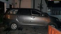 Aksi Pencurian Pengemudi Mobil yang Dikejar Massa Sempat Terekam CCTV