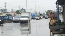 Ada Genangan di Jalur Pantura Semarang, Laju Kendaraan Melambat