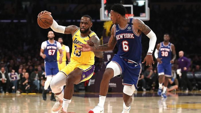 Los Angeles Lakers mencatat kemenangan keenam secara beruntun di NBA usai menumbangkan New York Knicks 117-87 (Foto: Sean M. Haffey/Getty Images)
