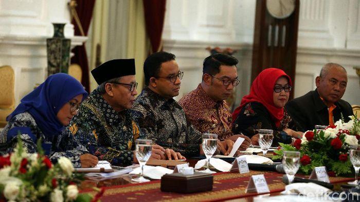 Kepala daerah, termasuk Gubernur DKI Jakarta Anies Baswedan rapat penanganan banjir/Foto: Rengga Sancaya