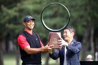 Tiger Woods dan Yusaki Maezawa