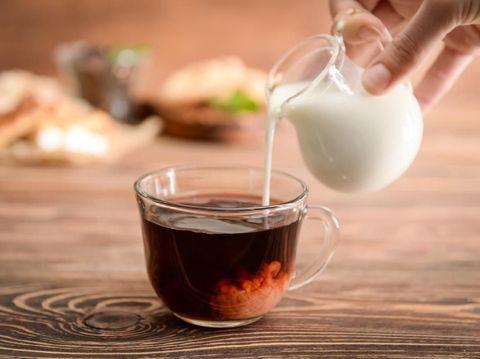 Apa Ada Manfaatnya Menambahkan Susu ke Dalam Teh?