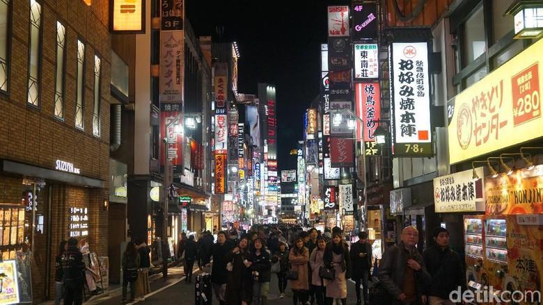 Wisatawan di Shinjuku, Jepang  (Syanti Mustika/detikcom)