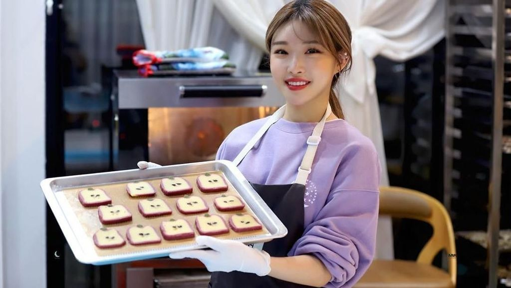 Chungha, Penyanyi Korsel Pemenang Hot Performanced of The Year yang Doyan Kopi