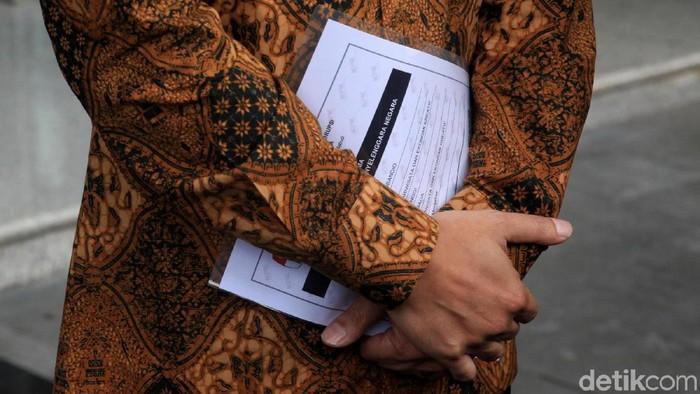 Menteri Pariwisata dan Ekonomi Kreatif (Menparekraf) Wishnutama menyambangi gedung KPK, Jakarta, Kamis (9/1/2020). Wishnutama mengaku hendak menyetorkan Laporan Harta Kekayaan Penyelenggara (LHKPN).