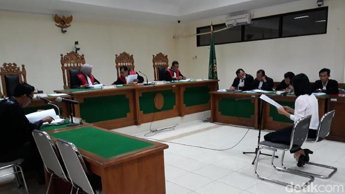 Terdakwa suap proyek rehabilitasi saluran air hujan (SAH) Yogyakarta, Gabriella Yuan Anna Kusuma, sidang di Pengadilan Tipikor Yogyakarta, Kamis (9/1/2020),