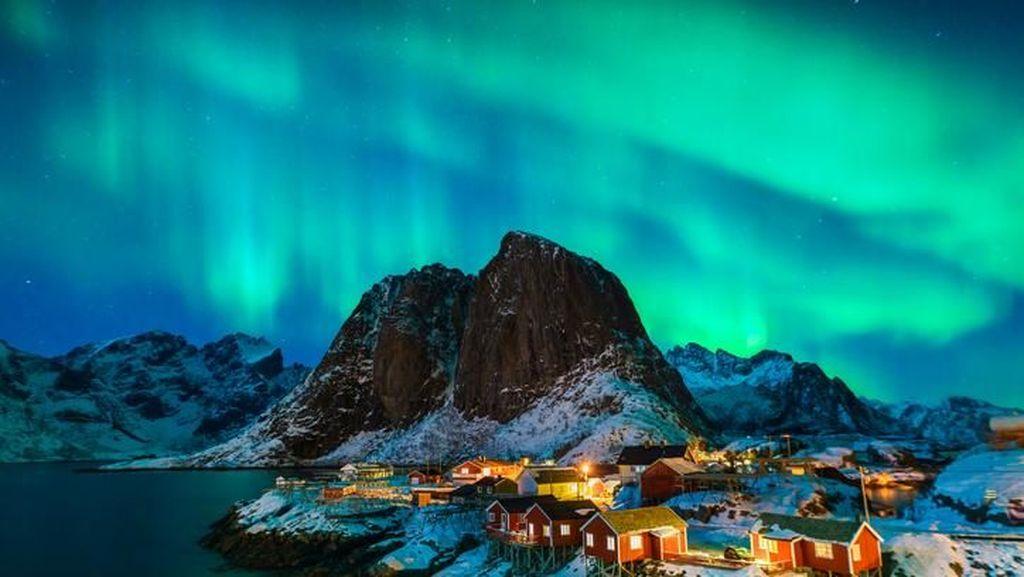 5 Fakta Aurora, Fenomena Pancaran Cahaya Cantik di Langit