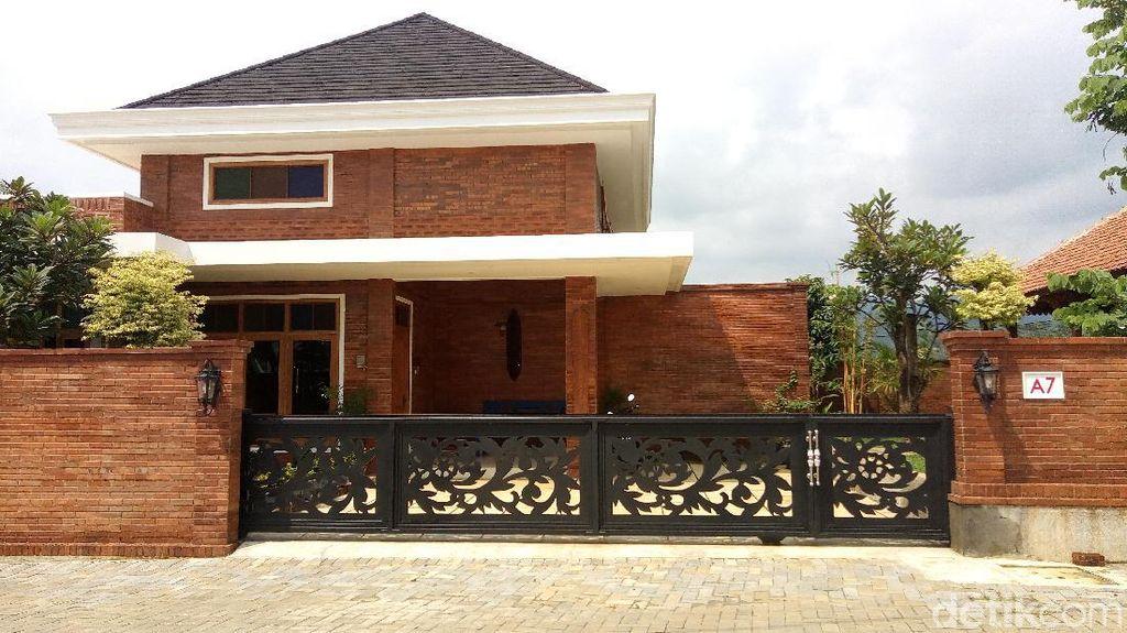 Menengok Rumah Mewah Komisioner KPU Wahyu Setiawan di Banjarnegara