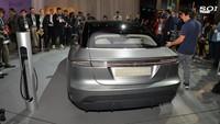 Meski baru berupa prototipe, Sony sudah menyediakan speknya. Mobil punya konfigurasi 4 penumpang dengan motor listrik 200 kW. Motor bisa berakselerasi dari 0-100 km per jam dalam 4,8 detik dengan kecepatan maksimum 149 mil per jam atau sekitar 240 km per jam. Istimewa/Dok. Sony via Newspress.