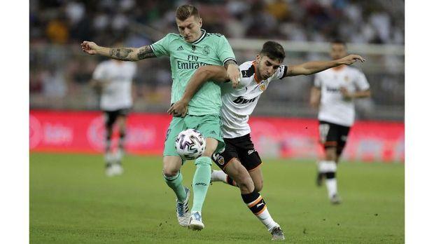 Toni Kroos mencetak gol indah ke gawang Valencia.