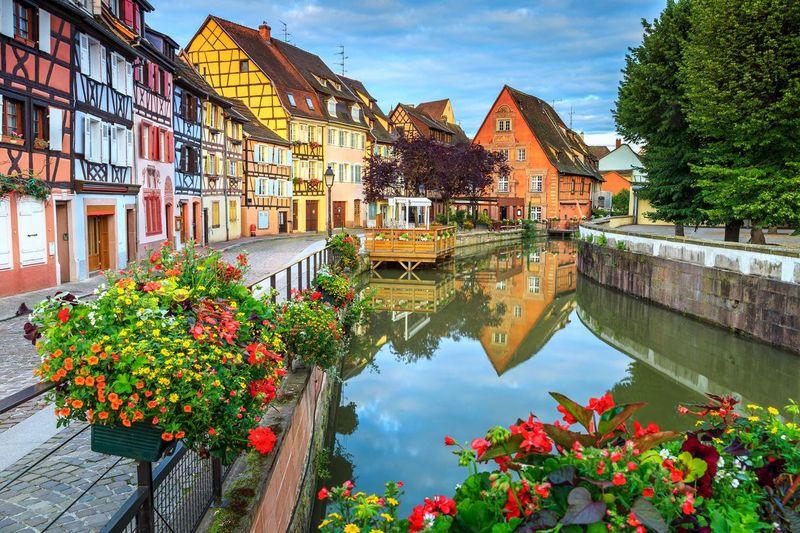 Desa Colmar berada di timur Prancis, dekat dengan Jerman. Desa ini menjadi inspirasi salah satu film animasi Gibli, Howls Moving Castle. (iStock)
