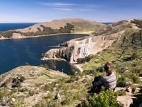 Beberapa kegiatan wisata lainnya yang bisa dilakukan di Danau Titicaca seperti naik sepeda mengeliling di perbukitan di tepian danau, naik perahu dan mengunjungi pulau-pulau di atas danaunya. (iStock)