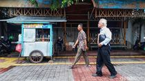 PDIP: Anies Tak Bijak Kalau Keluarkan Pergub Baru Tata PKL di Trotoar