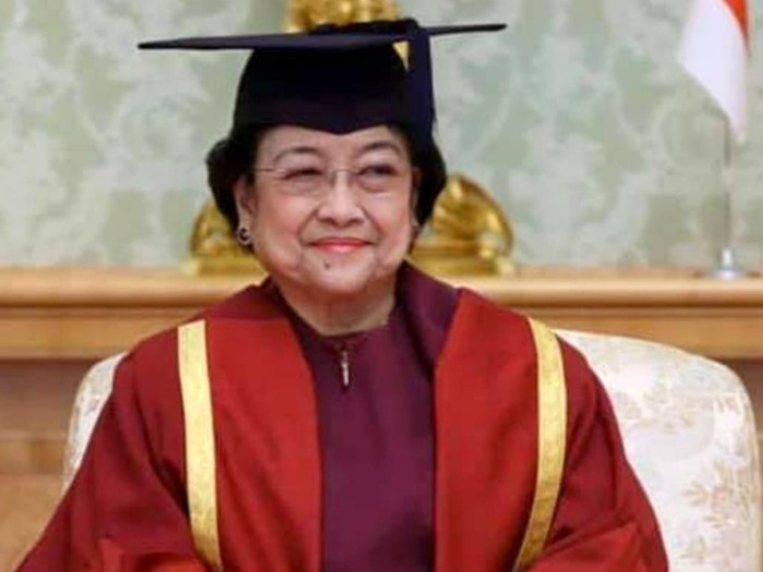 Presiden ke 5 RI Megawati Soekarnoputri menerima anugerah gelar Doktor Honoris Causa Bidang Kemanusiaan dari Universitas Soka Tokyo, Jepang, Rabu (8/1/2020). Pemberian gelar terhadap Ketua Umum PDI Perjuangan itu berlangsung khidmat di Gedung Utama Universitas Soka.