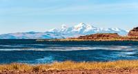 Sudah pernah dengar Danau Titicaca? Danau di Pegunungan Andes, perbatasan Peru dan Bolivia ini disebut sebagai danau tertinggi di dunia. Tingginya mencapai 3.821 mdpl atau lebih tinggi dari Gunung Rinjani yang cuma 3.726 mdpl. (iStock)