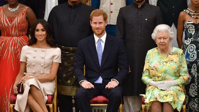 Ratu Elizabeth bersama Meghan dan Pangeran Harry (Foto: John Stillwell - WPA Pool/Getty Images)