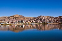 Perjalanan ke Danau Titicaca bisa ditempuh dengan baik bus atau pesawat. Traveler yang berada di Lima, ibukota Peru misalnya, bisa memesan tiket penerbangan ke Bandara Inca Manco Capac di Julicia yang berada 28 km dari Puno. (iStock)