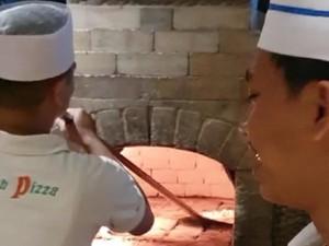 Ngemil Pizza Italia yang Renyah, Enak dan Murah di Ubud