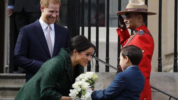 Ratu Inggris Gelar Rapat Darurat, Harry Hadir Tanpa Meghan