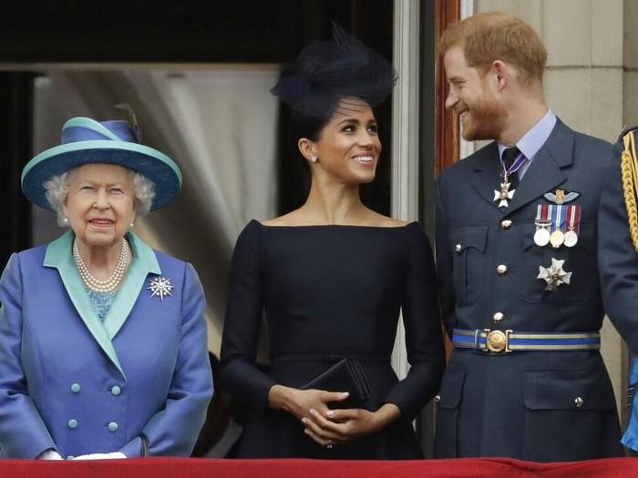 Ratu Elizabeth II, Meghan Markle dan Pangeran Harry. (Foto: AP Photo/Matt Dunham)