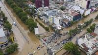 Berdasarkan data Badan Nasional Penanggulangan Bencana (BNPB) per 2 Januari 2020, terdapat 63 titik banjir di wilayah DKI Jakarta. ANTARA FOTO/Sigid Kurniawan.